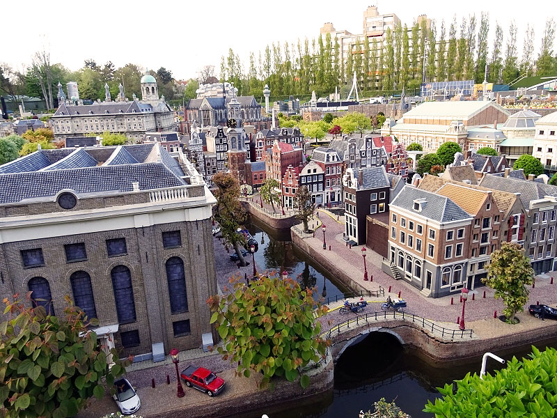A closer look at Amsterdam Replica