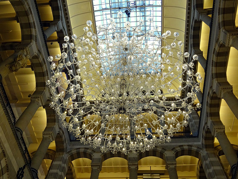 Chandelier in Magna Plaza