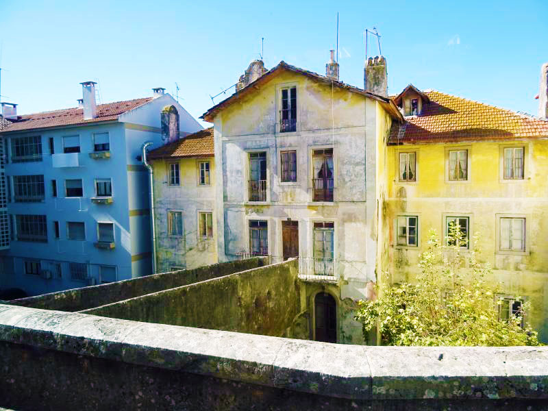Buildings along the road to Sintra
