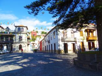 Courtyard behind the basilica showing the Casa Rural Dona Margarita Hotel.