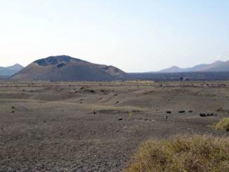 Walking towards Crater de la Caldera de Los Cuervos.