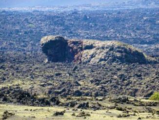 Peculiar rock formation near Crater de la Caldera de Los Cuervos.