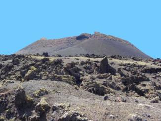 Approaching Crater de la Caldera de Los Cuervos.