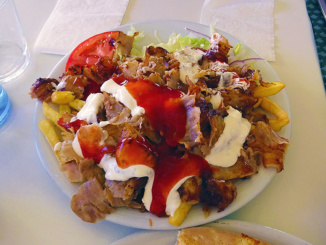 Plato Doner Kebap con Patatas order of Thin Sliced Pork over potatoes.