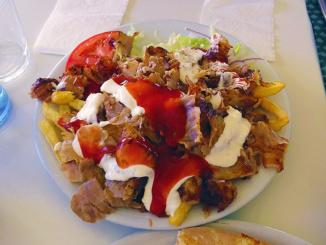 Plato Doner Kebap con Patatas order of Thin Sliced Pork over potatoes.