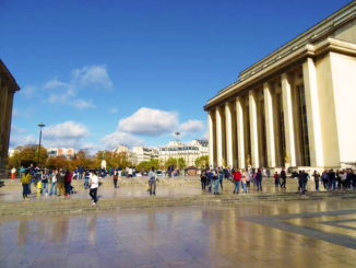 The open area of Place du Trocadero between the Homme Museum and the Museum of Architecture and Monuments.