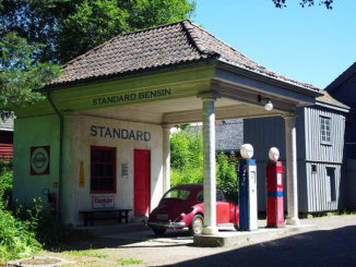 Standard Oil gas station of 1928 relocated from Holmestrand