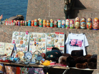 Just below the sculptures was a small souvenir stand showcasing some of those ever-famous Russian stacking dolls