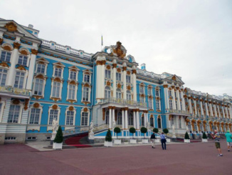 The front entrance to Catherine's Palace