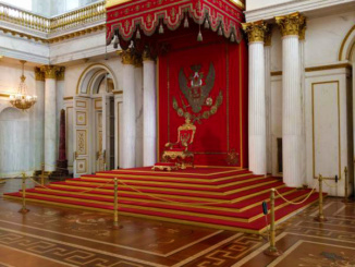 The Large Throne Hall (St George Hall) was finished 1795
