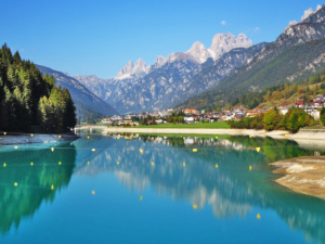 Italian mountain village Auronzo with Santa Caterina Lake and the Dolomites in the background.
